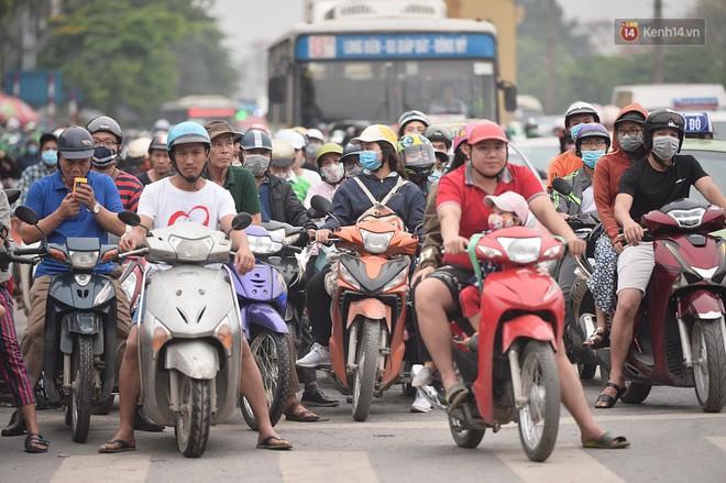 Vành đai 3 ùn tắc dài hàng km, cửa ngõ phía nam Thủ đô chật kín ngày cuối cùng kỳ nghỉ lễ - Ảnh 6.