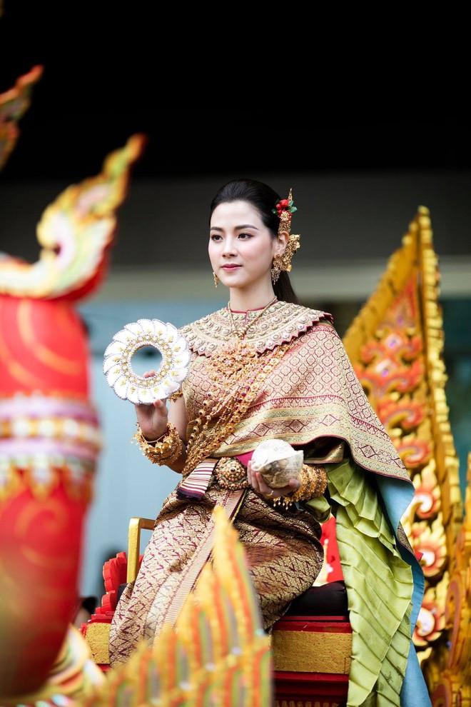 Dân tình náo loạn với nhan sắc cực phẩm của 'nữ thần Thungsa' trong lễ Songkran 2019 tại Thái Lan - Ảnh 5.