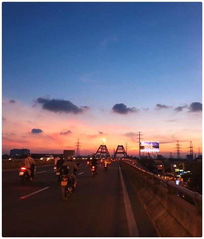 """Ở Sài Gòn, người ta vội vàng quá nên chẳng mấy ai để ý đến những buổi chiều hoàng hôn đẹp """"nức nở"""" - Ảnh 6."""