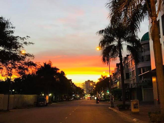 """Ở Sài Gòn, người ta vội vàng quá nên chẳng mấy ai để ý đến những buổi chiều hoàng hôn đẹp """"nức nở"""" - Ảnh 5."""