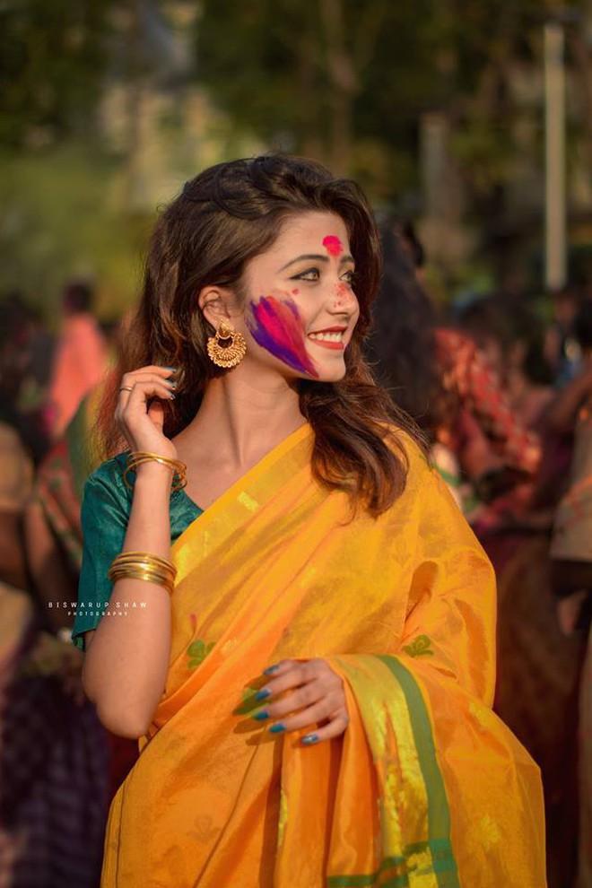 Xuất hiện trong lễ hội Mùa Xuân, thiếu nữ Ấn Độ khiến cộng đồng mạng chao đảo vì nhan sắc đẹp tựa thần tiên - Ảnh 4.