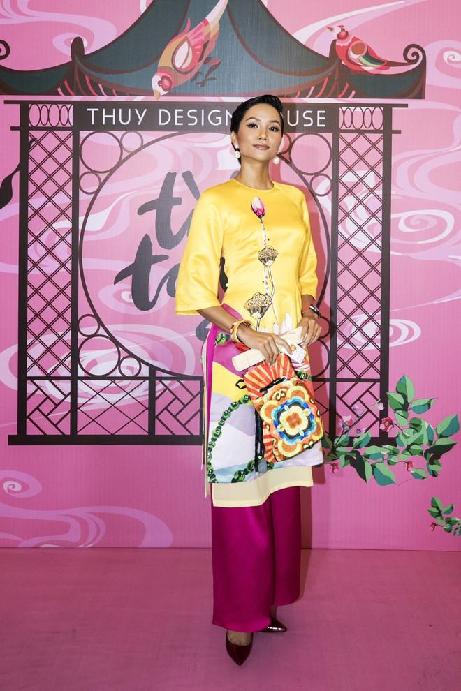 Chẳng hạn mà gặp, cả Lan Ngọc lẫn Đỗ Mỹ Linh đều hóa... Cô Tấm tại show của NTK Thủy Nguyễn - Ảnh 6.