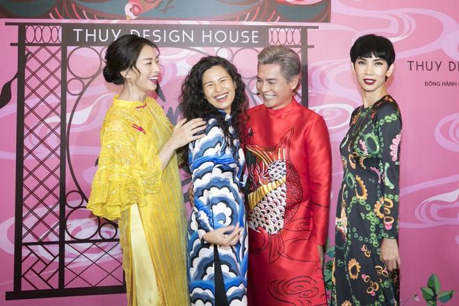 Chẳng hạn mà gặp, cả Lan Ngọc lẫn Đỗ Mỹ Linh đều hóa... Cô Tấm tại show của NTK Thủy Nguyễn - Ảnh 10.