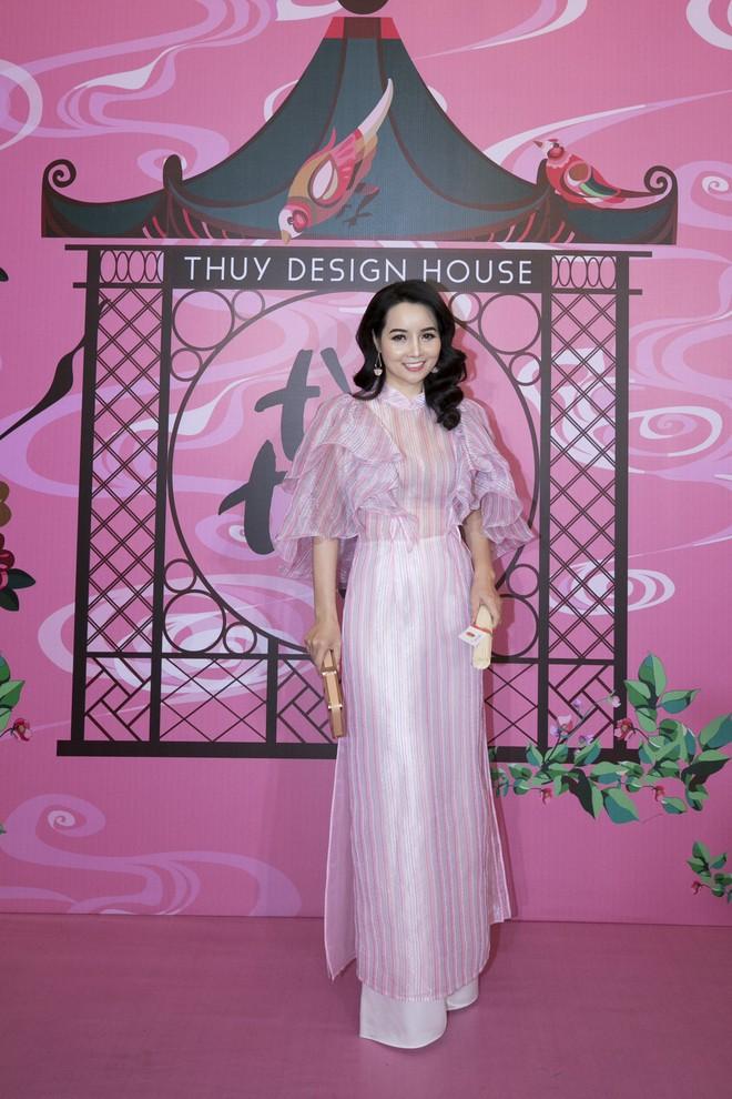 Chẳng hạn mà gặp, cả Lan Ngọc lẫn Đỗ Mỹ Linh đều hóa... Cô Tấm tại show của NTK Thủy Nguyễn - Ảnh 14.