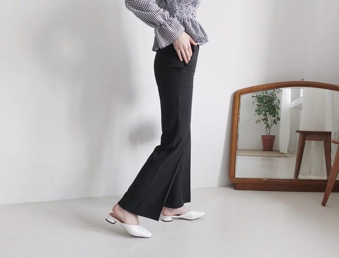 Đây là 4 mẫu giày dép có thể kết hợp với mọi set đồ, vô cùng xứng đáng để bạn sắm ngay cho mình - Ảnh 1.