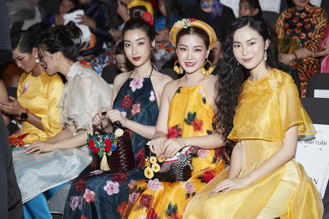 Chẳng hạn mà gặp, cả Lan Ngọc lẫn Đỗ Mỹ Linh đều hóa... Cô Tấm tại show của NTK Thủy Nguyễn - Ảnh 4.