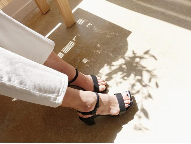 Đây là 4 mẫu giày dép có thể kết hợp với mọi set đồ, vô cùng xứng đáng để bạn sắm ngay cho mình - Ảnh 4.