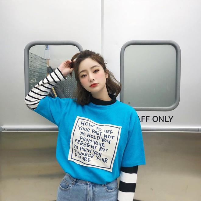 Chẳng ai bảo ai nhưng gái Hàn giờ cứ thi nhau diện mẫu áo phông siêu đơn giản này - Ảnh 3.