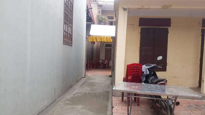 Người chứng kiến cô gái bị đâm nhiều nhát, tử vong ở Ninh Bình: Thanh niên nằm lên người nạn nhân rồi khóc - Ảnh 3.