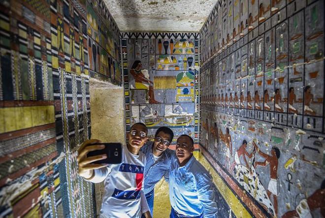 Khai quật 2 lăng mộ Ai Cập kỳ lạ nhất lịch sử: sau 4000 năm mà nước sơn vẫn còn như mới 4000-years-old-tomb-discovered-egypt-painted-5-1555734505916231657890