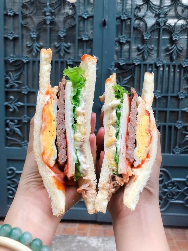 """Ăn không bỏ sót tất tần tật các món bánh mì mang nhiều """"quốc tịch"""" khác nhau ở Sài Gòn - Ảnh 4."""