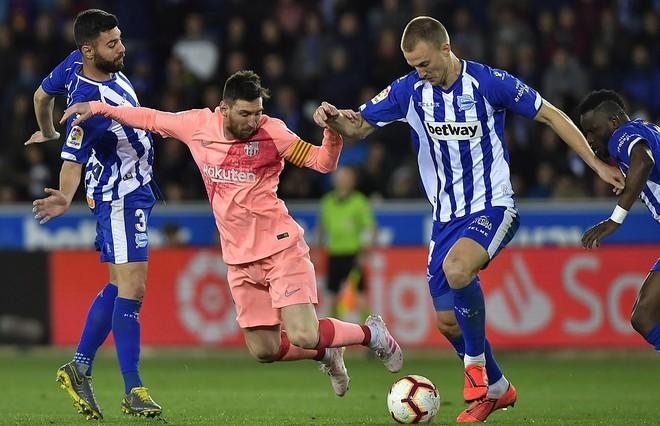 Messi ngồi dự bị, Barcelona vẫn thắng dễ để cách ngôi vô địch La Liga 3 điểm - Ảnh 7.