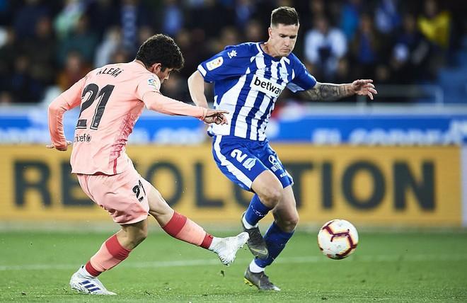 Messi ngồi dự bị, Barcelona vẫn thắng dễ để cách ngôi vô địch La Liga 3 điểm - Ảnh 4.