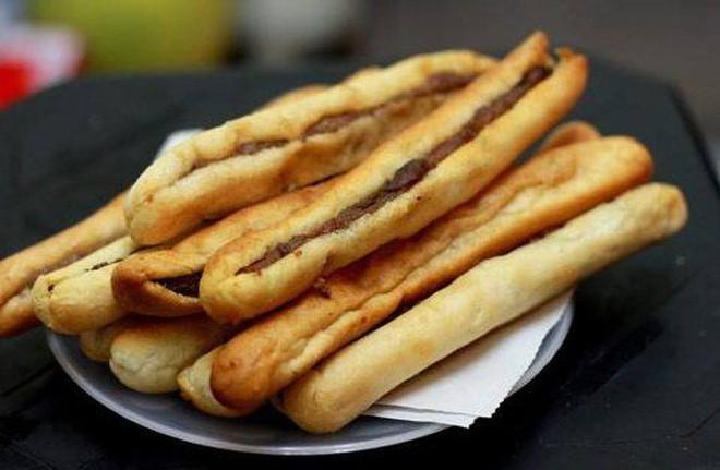 """Ăn không bỏ sót tất tần tật các món bánh mì mang nhiều """"quốc tịch"""" khác nhau ở Sài Gòn - Ảnh 11."""