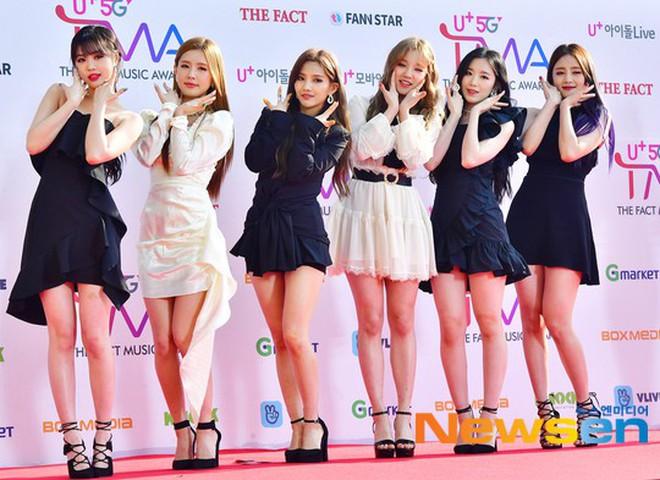 """Thảm đỏ hội tụ gần 80 idol cực phẩm: Mỹ nhân TWICE té """"ngã sấp mặt"""", Joy sexy đến mức chiếm spotlight của cả BTS - Ảnh 35."""