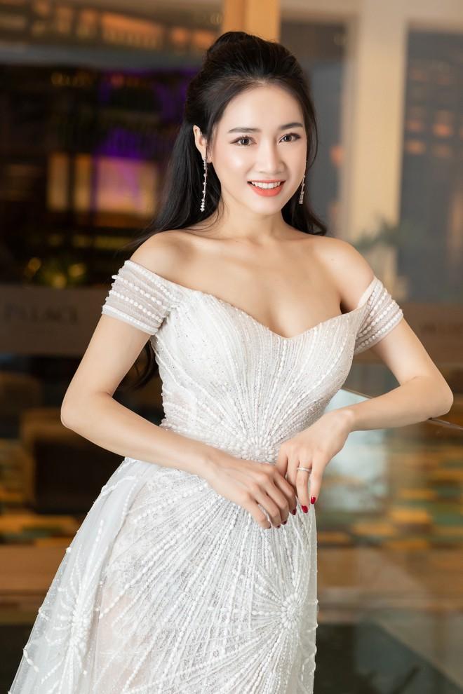 nha-phuong-tieu-vy-3-1556165156831594878303.jpg