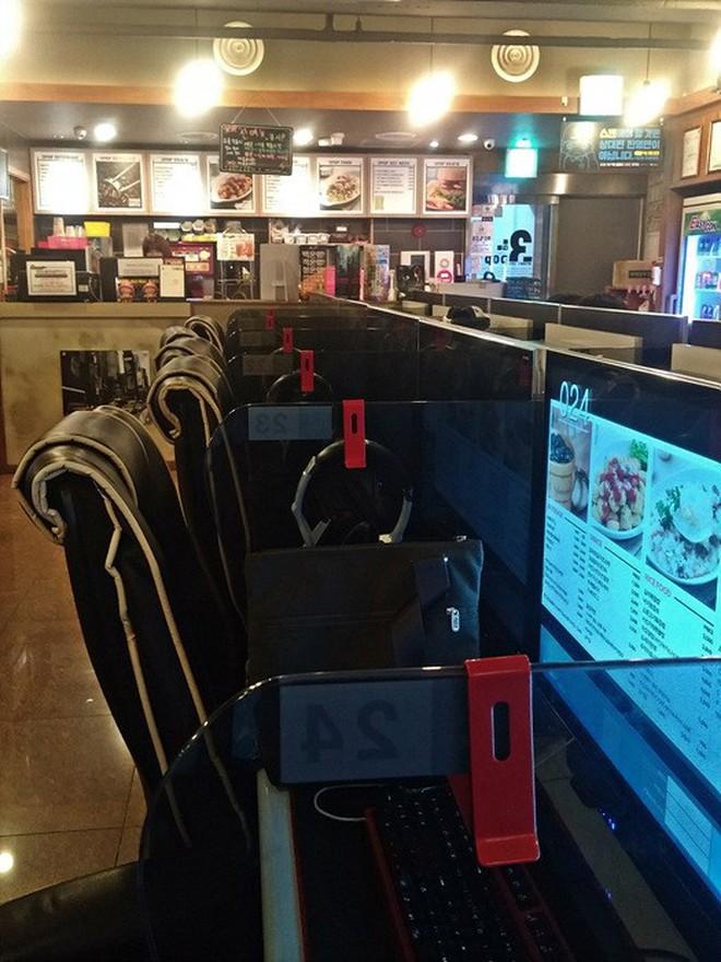Hàn Quốc: vào tiệm net chỉ để ăn do thực đơn quá đa dạng và hấp dẫn - Ảnh 1.