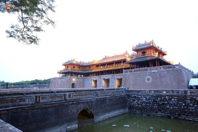 """Clip: Diện mạo mới của cổng Ngọ Môn ở Đại Nội Huế sau khi được lột bỏ """"bụi thời gian"""" - Ảnh 13."""