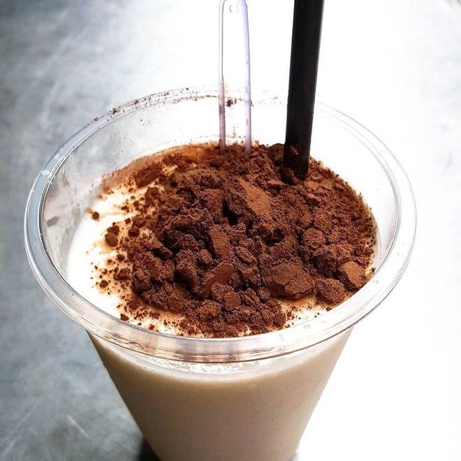 Sài Gòn có những món phủ bột cacao, trộn bột cacao đắng đắng, thơm lừng gây nghiện miễn bàn - Ảnh 1.