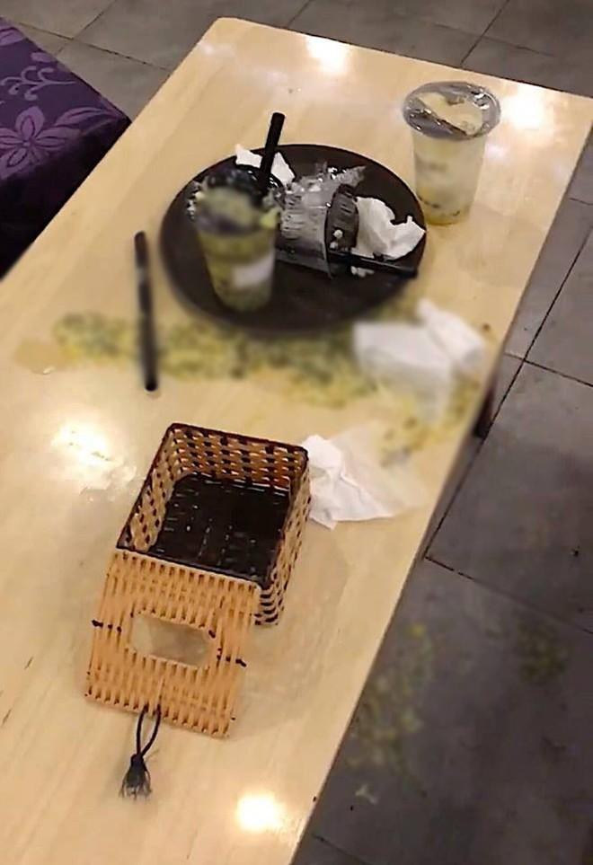 Khách đến rồi đi để lại đống rác nhìn đến ngán ngẩm ở quán trà sữa: Ý thức của các bạn trẻ kém đến vậy sao? - Ảnh 3.