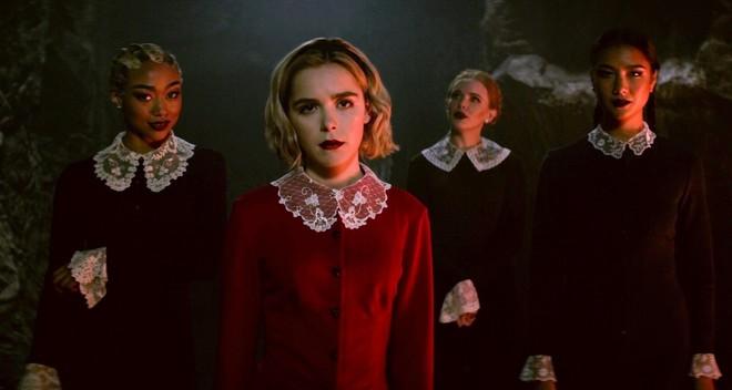 Mùa 2 cô phù thủy rùng rợn Sabrina trở lại đen tối và kịch tính hơn hẳn - Ảnh 5.