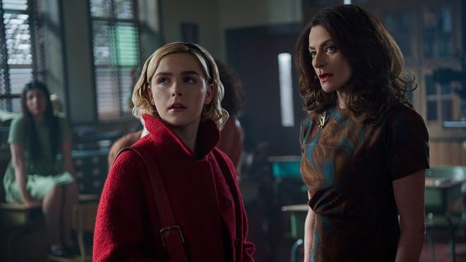 Mùa 2 cô phù thủy rùng rợn Sabrina trở lại đen tối và kịch tính hơn hẳn - Ảnh 7.