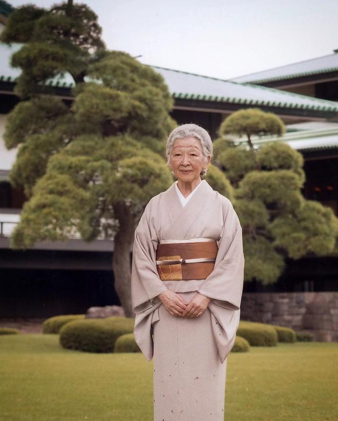 Gần 90 tuổi, cựu Hoàng hậu Nhật Bản vẫn khiến cả thế giới ngưỡng mộ trước gu thời trang nhã nhặn in đậm cốt cách tiểu thư - Ảnh 15.