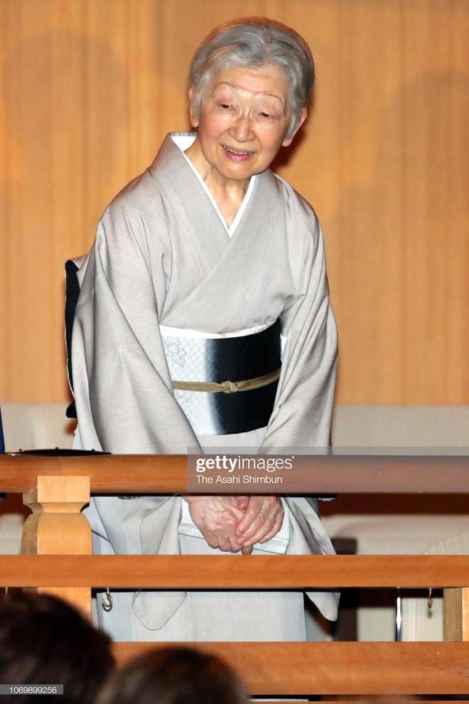 Gần 90 tuổi, cựu Hoàng hậu Nhật Bản vẫn khiến cả thế giới ngưỡng mộ trước gu thời trang nhã nhặn in đậm cốt cách tiểu thư - Ảnh 12.