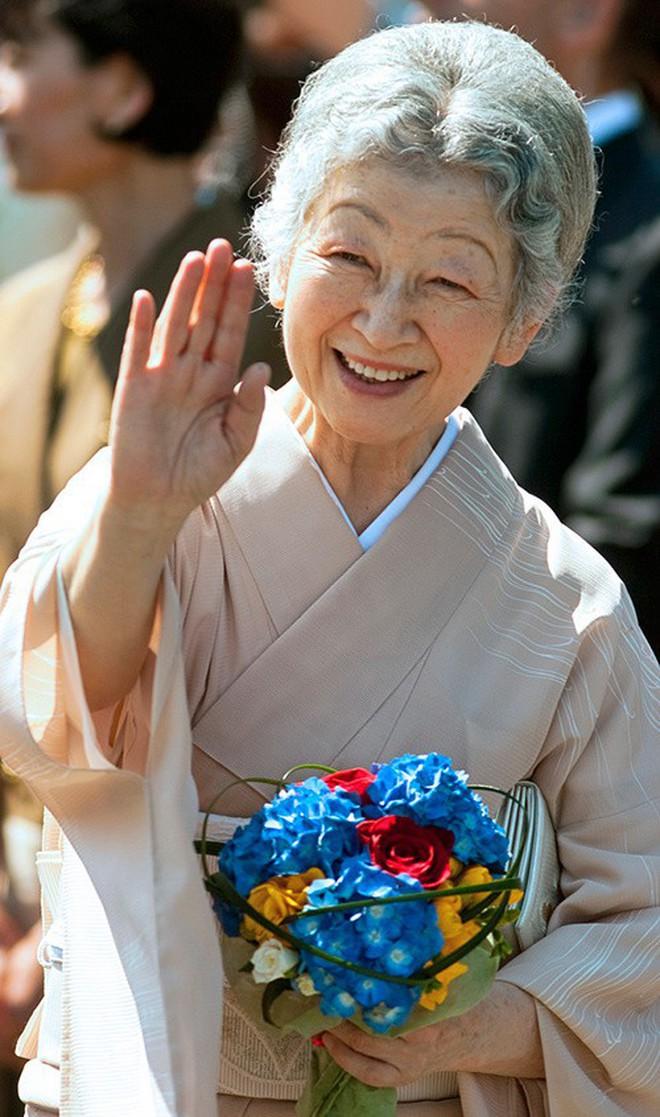Gần 90 tuổi, cựu Hoàng hậu Nhật Bản vẫn khiến cả thế giới ngưỡng mộ trước gu thời trang nhã nhặn in đậm cốt cách tiểu thư - Ảnh 14.