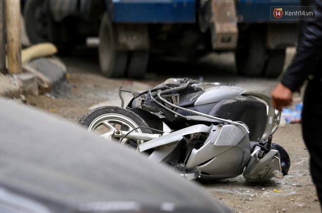 Công an tiết lộ nguyên nhân xe Camry lùi, tông tử vong người phụ nữ đi xe máy ở Hà Nội - Ảnh 2.
