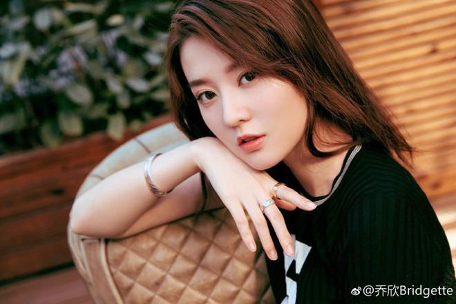 """Kiều Hân """"bạn gái Dương Dương"""": Từ tiểu thơ dịu dàng trong Hoan Lạc Tụng tới Rich Kid Thượng Hải - Ảnh 5."""