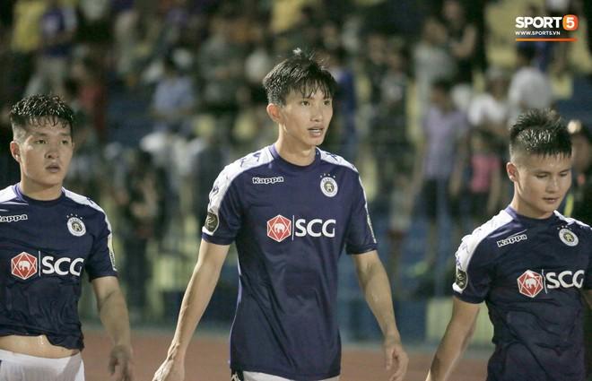 Bùi Tiến Dũng chán nản, không khí Hà Nội FC như đưa đám sau trận thua thảm trước CLB Thanh Hoá - Ảnh 11.