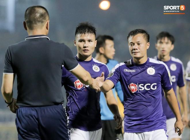 Bùi Tiến Dũng chán nản, không khí Hà Nội FC như đưa đám sau trận thua thảm trước CLB Thanh Hoá - Ảnh 9.