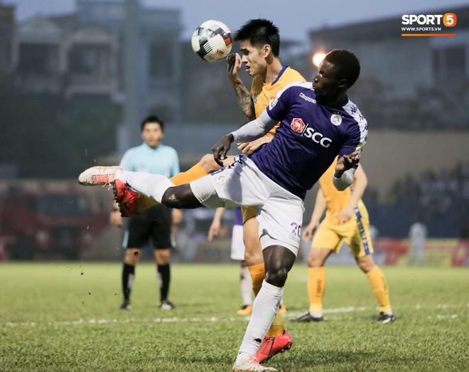 Bùi Tiến Dũng chán nản, không khí Hà Nội FC như đưa đám sau trận thua thảm trước CLB Thanh Hoá - Ảnh 10.