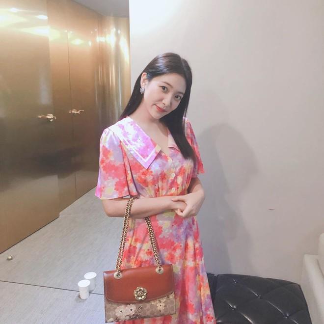 Tưởng quê chẳng ai mặc, ai ngờ mẫu váy này lại thu hút cả IU lẫn Yeri - Ảnh 3.