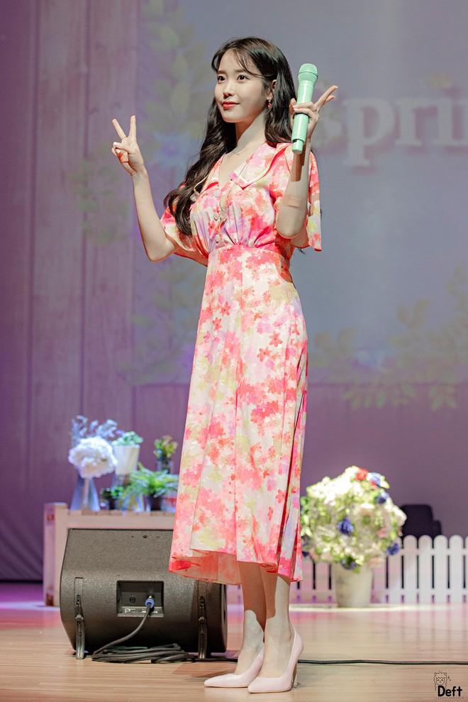 Tưởng quê chẳng ai mặc, ai ngờ mẫu váy này lại thu hút cả IU lẫn Yeri - Ảnh 4.