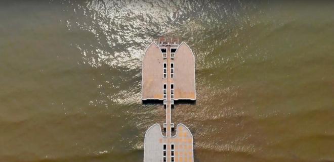 Không thể ngờ ở ngay gần Hà Nội cÅ©ng có khu cầu cảng trắng muốt mang hÆ¡i thở châu Âu thế này - Ảnh 4.