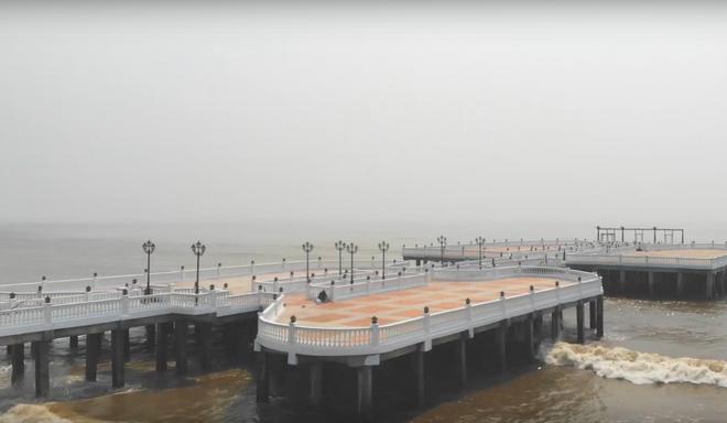 Không thể ngờ ở ngay gần Hà Nội cÅ©ng có khu cầu cảng trắng muốt mang hÆ¡i thở châu Âu thế này - Ảnh 6.