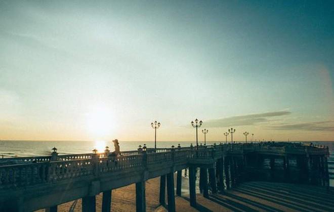 Không thể ngờ ở ngay gần Hà Nội cÅ©ng có khu cầu cảng trắng muốt mang hÆ¡i thở châu Âu thế này - Ảnh 8.