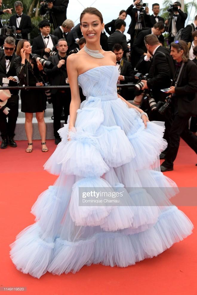 Muốn lịm đi với màn tập hợp váy công chúa ngày khai mạc Cannes 2019, bộ nào cũng bồng bềnh thần tiên quá đỗi - Ảnh 10.