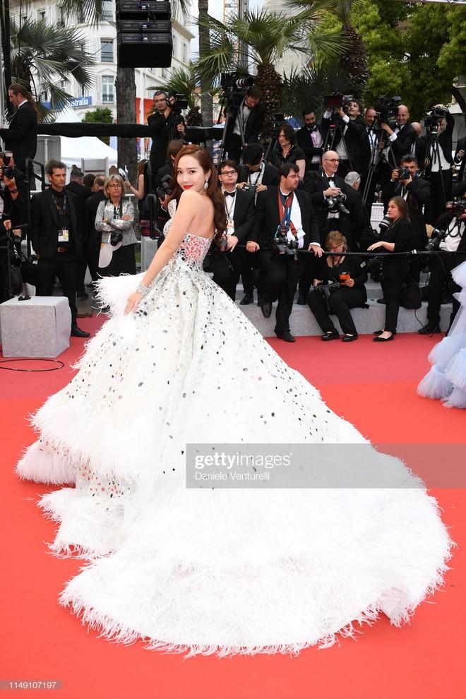 Muốn lịm đi với màn tập hợp váy công chúa ngày khai mạc Cannes 2019, bộ nào cũng bồng bềnh thần tiên quá đỗi - Ảnh 6.