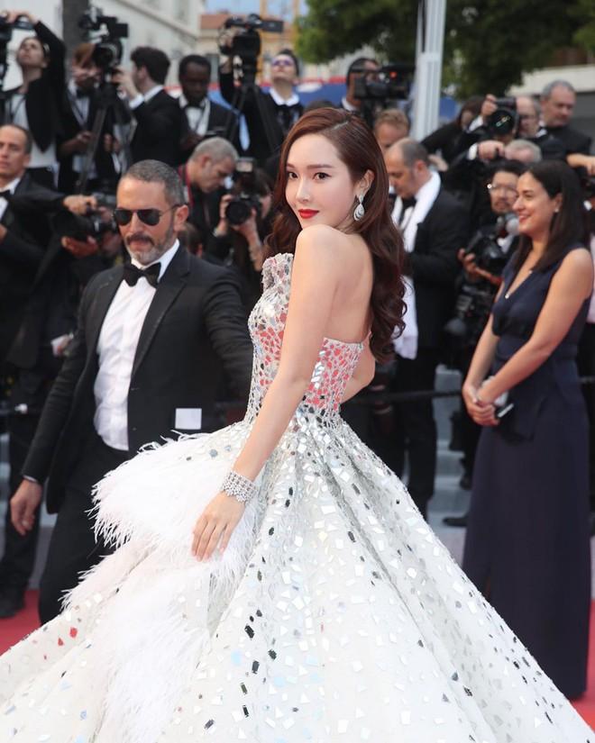 Muốn lịm đi với màn tập hợp váy công chúa ngày khai mạc Cannes 2019, bộ nào cũng bồng bềnh thần tiên quá đỗi - Ảnh 7.