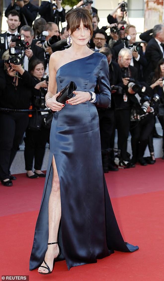 """Thảm đỏ Cannes ngày 2: Thiên thần Victoria's Secret suýt lộ hàng, """"Phạm Băng Băng Thái Lan"""" xinh như tiên tử - Ảnh 12."""