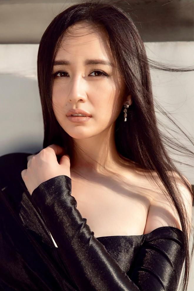 Mai Phương Thúy khoe nhan sắc mặn mà tuổi 31, xác nhận ngồi giám khảo Miss World Việt Nam - Ảnh 8.