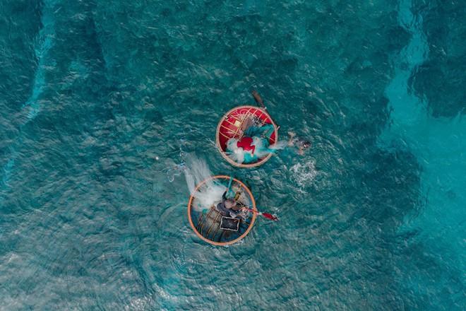 Cứ tưởng chụp ở nước ngoài, ai ngờ vùng biển trong vắt này lại nằm ngay ở Việt Nam mà lại còn rất dễ đi! - Ảnh 6.