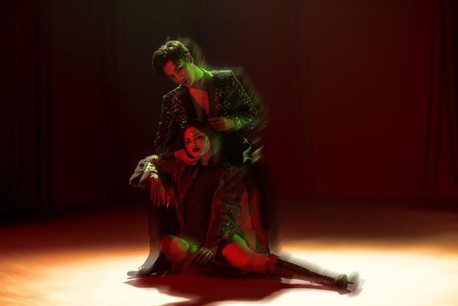Ali Hoàng Dương tung MV Xinh lung linh, đóng cặp cùng Selena Gomez phiên bản Nga, chấp nhận đi ngược thị hiếu khán giả hiện tại! - Ảnh 2.