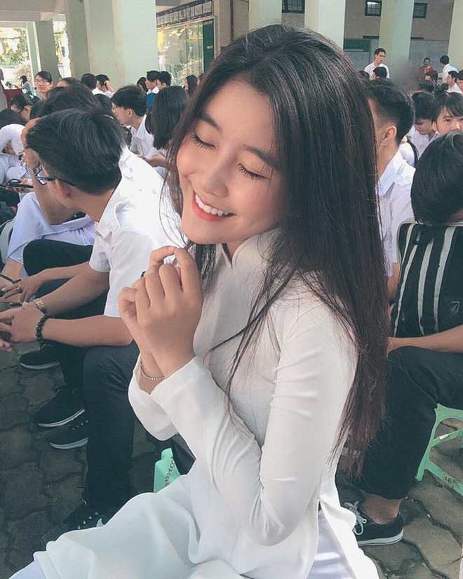 Mặc áo dài vẫn ngút ngàn thần thái, hội gái xinh liên tục khiến dân mạng Việt liêu xiêu, báo Trung thì hết lời ca ngợi - Ảnh 1.