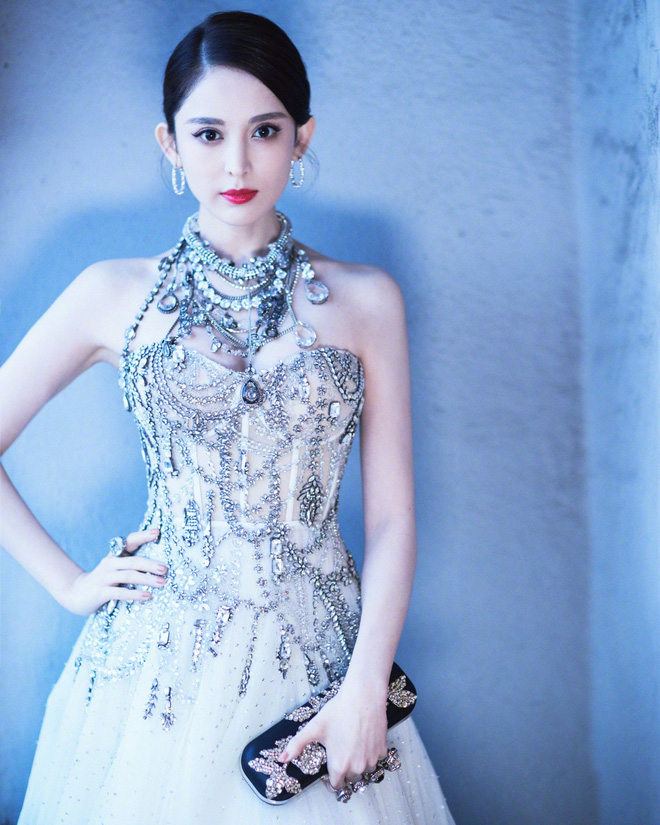 """Mỹ nhân bị nhầm với Ngọc Trinh: Nàng công chúa Hoa ngữ đẹp """"ná thở"""" tại Cannes bất chấp ảnh không photoshop - Ảnh 14."""