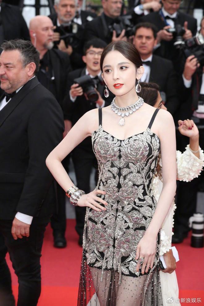 """Mỹ nhân bị nhầm với Ngọc Trinh: Nàng công chúa Hoa ngữ đẹp """"ná thở"""" tại Cannes bất chấp ảnh không photoshop - Ảnh 5."""