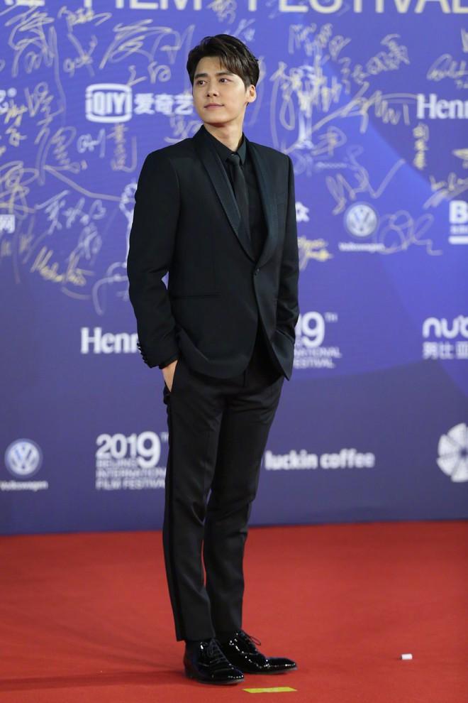 """Vén màn mặt tối đằng sau Cannes danh giá: """"Ngày hội tiền lương"""" của gái mại dâm và cơ hội vàng cho những kẻ vô danh đổi đời - Ảnh 14."""